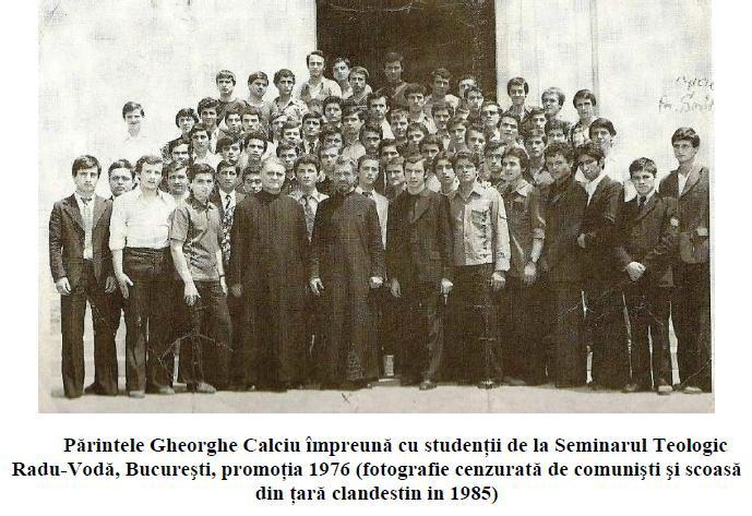 Parintele Gheorghe Calciu impreuna cu studenti la Radu Voda 1976 Marturisitorii Ro