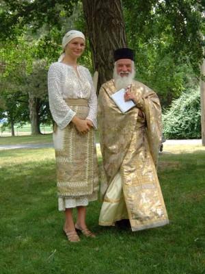 Parintele Gheorghe Calciu si o credinciosa in SUA