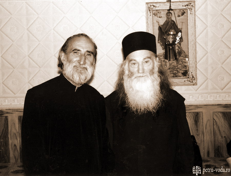 Parintele-Constantin-Voicescu-si-Parintele-Justin-Parvu-1995-Foto-Petru-Voda.Ro_