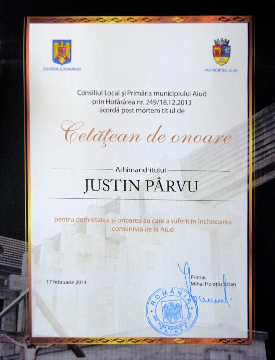 Parintele-Justin-diploma-cetatean-de-onoare-Aiud