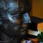 Mircea Vulcanescu se apara singur in fata atentatului la statuia sa din Piata Sfantul Stefan din Bucuresti. ULTIMUL CUVANT