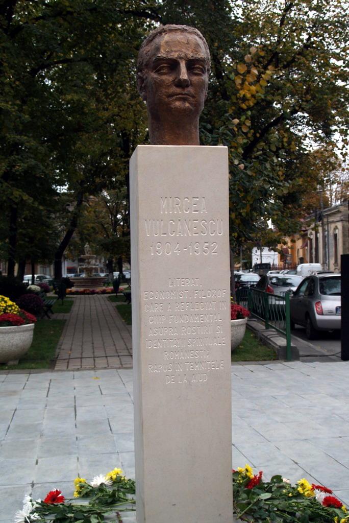 Statuia lui Mircea Vulcanescu