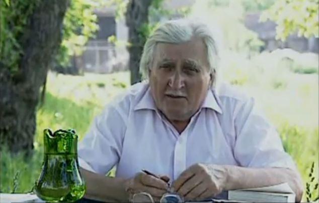 Ion Gavrila Ogoranu in curtea casei sale