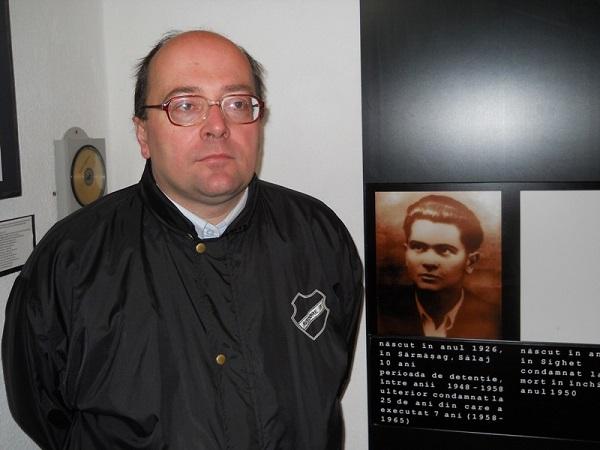 Marius Visovan alaturi de fotografia parintelui sau Aurel Visovan Marturisitorii