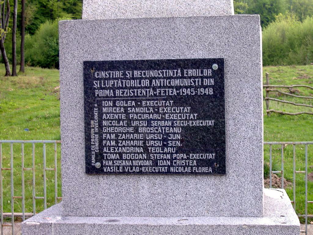 Placa Monumentului in cinstea luptatorilor anticomunisti din Codrul Fetea