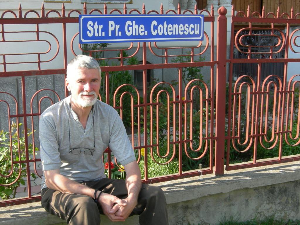 Strada din Stoenesti ce poarta numele Parintelui Gheorghe Cotenescu