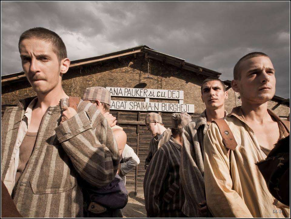 4 La Poarta Alba de Nicolae Margineanu - Slogan Ana Pauker - Foto Dinu Lazar