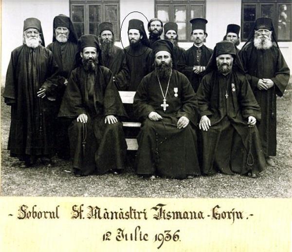 Parintele Gherasim Iscu si obstea Manastiri Tismana, al patrulea de la st la dr, randul din spate - 13 iulie 1936 - Marturisitorii