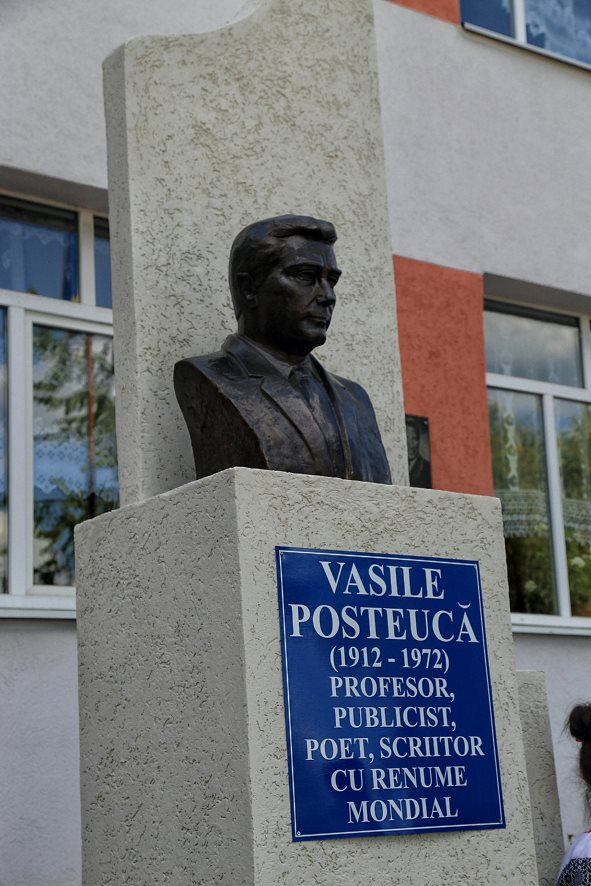 Bustul lui Vasile Posteuca - nordul Bucovinei - Stanesti - Hliboca - Foto de Nicolae Hauca