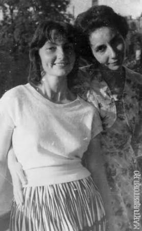 Mariuca Vulcanescu si mama sa, inainte de arestare