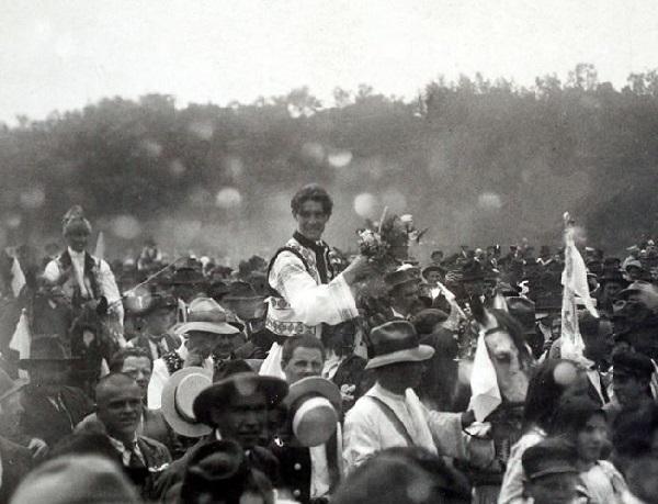 Căpitanul Miscarii Legionare Corneliu Zelea Codreanu la nunta sa. Focşani 14 iunie 1925