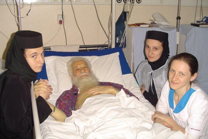 Pr-Gheorghe-Calciu-în-Spitalul-Militar-6-Noiembrie-2006