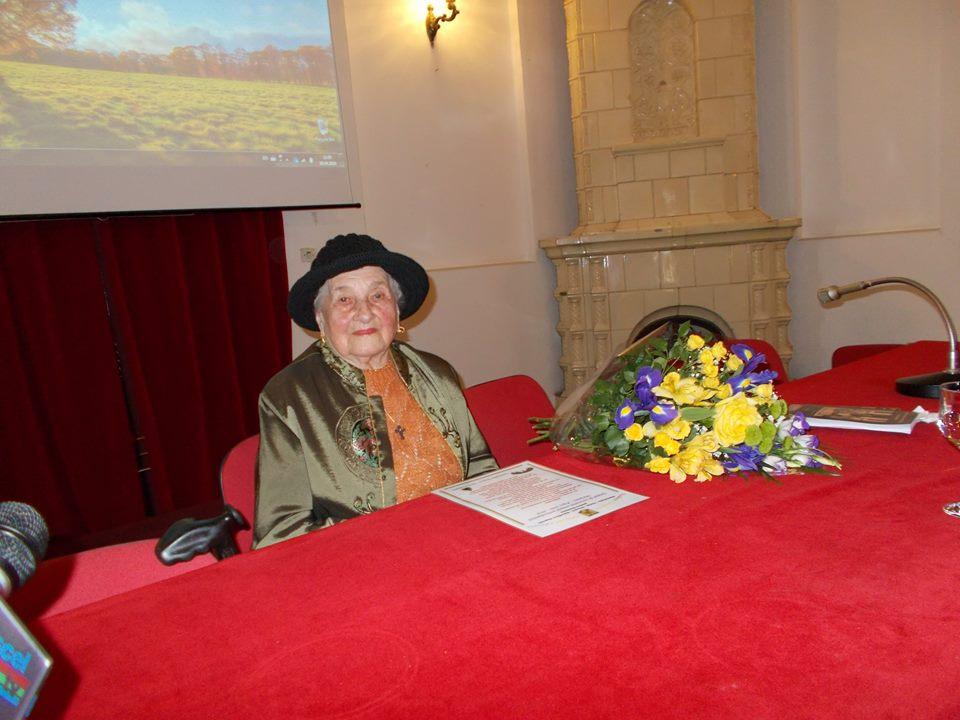 Doamna Elena Ion Arnautoiu - la 97 de ani la Primaria Campulung