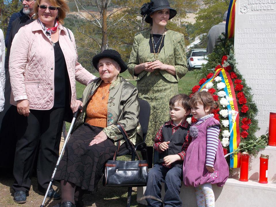 Doamna Elena Ion Arnautoiu si copiii doamnei arhitect Cosa