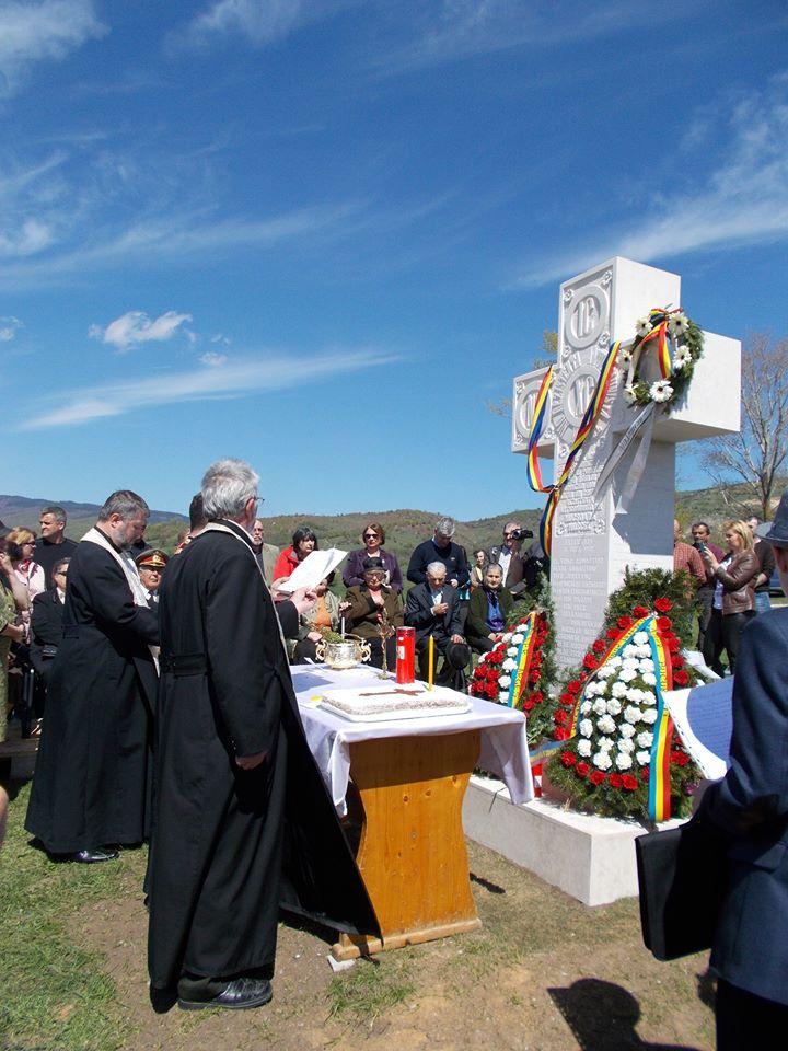Sfintirea Crucii pentru Haiducii Muscelului - Aprilie 2016