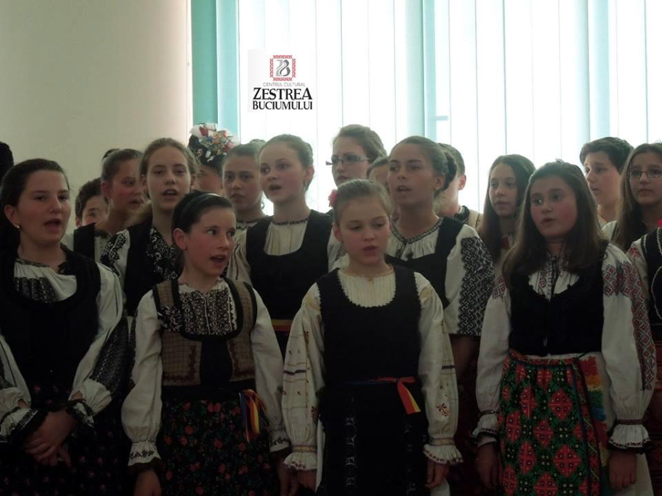 Copiii din Tara Fagarasului canta la Conferinta Invierea Domnului in temnitele comuniste