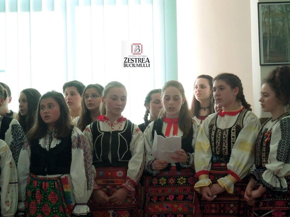Copiii din Tara Fagarasului cantand la Conferinta Invierea Domnului in temnitele comuniste