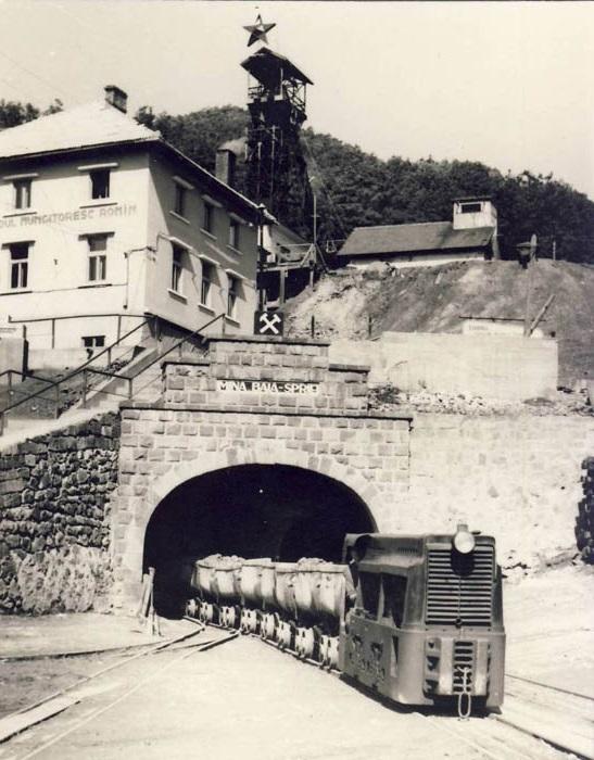 Intrarea-mina-de-la-Baia-Sprie in perioada comunista