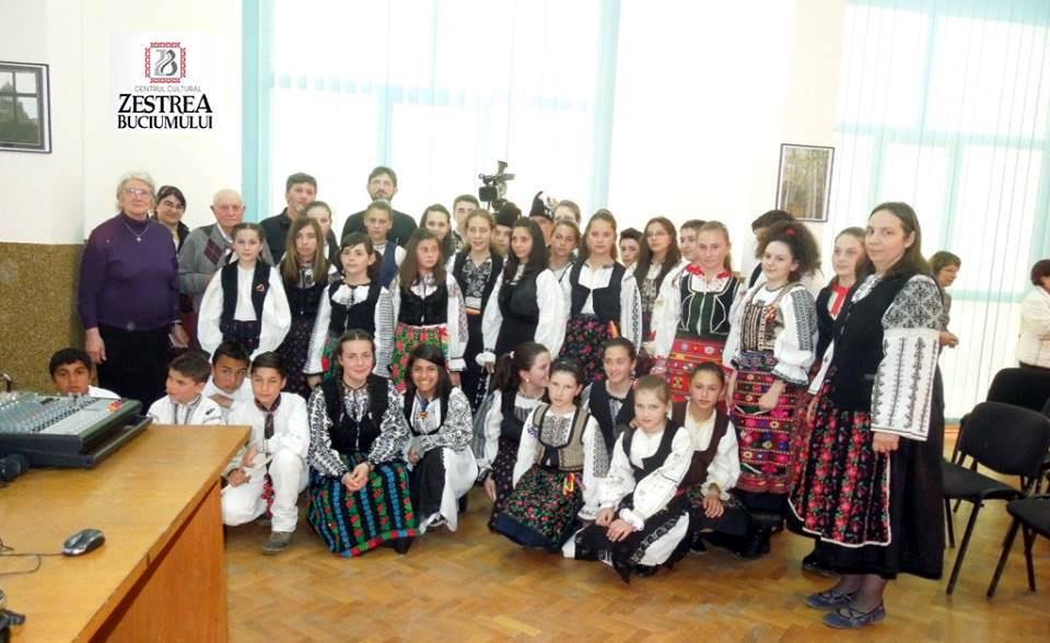 Invitati, organizatori si copii la conferinta Invierea Domnului in inchisorile comuniste. Marturii
