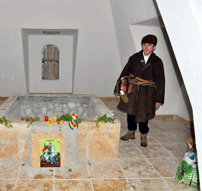 Monument Eroi Nemtisor interior