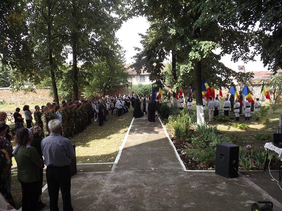 Comemorarea detinutilor politic - Targusor 2016 - Steaguri