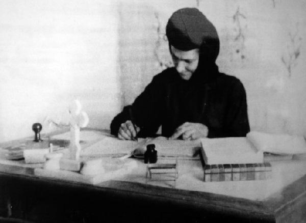 Maica Teodosia - Zorica Latcu la biroul sa de la Manastirea Vladimiresti