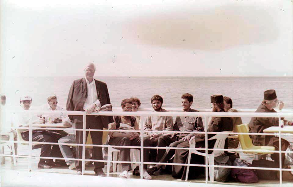 Pr Liviu Branzas spre Sfantul Munte Athos iunie 1996 cu 10 tineri