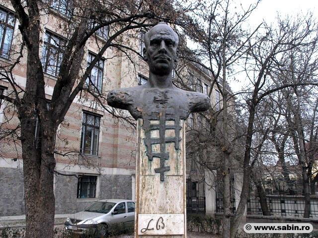 statuia-lui-lucian-blaga-din-cluj