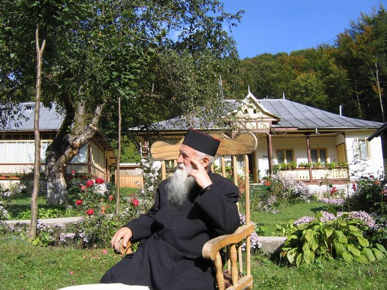 37-parintele-gheorghe-calciu-marturisitorii-ro-la-manastire