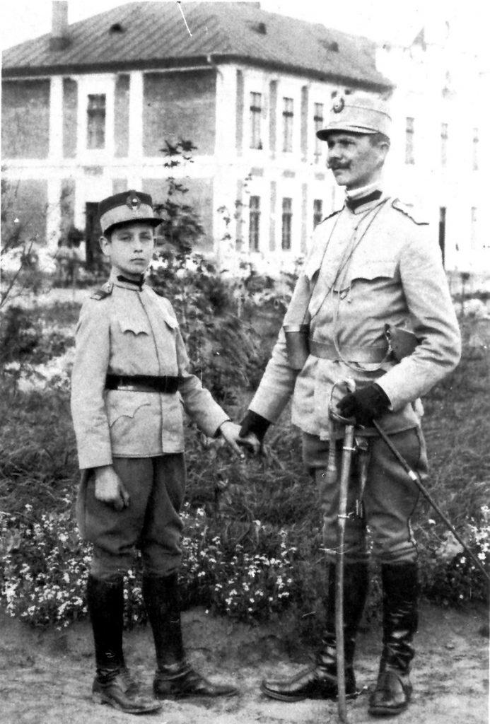 corneliu-zelea-codreanu-in-1913-la-liceul-militar-si-tatal-sau