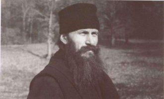 """9 ani cu Părintele Ioanichie Bălan la Ceruri. """"Vreţi să mai rămână România Românie? Întoarceţi-vă la ortodoxie, la Biserica!"""" – Cuvânt către tineri"""