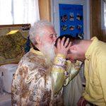 """CREDINŢĂ ŞI PRIETENIE. """"Crede şi iubeşte! Credinţa te face liber, iubirea te uneşte."""" – Al patrulea cuvânt către tineri rostit de Părintele Gheorghe Calciu în urmă cu 40 de ani"""